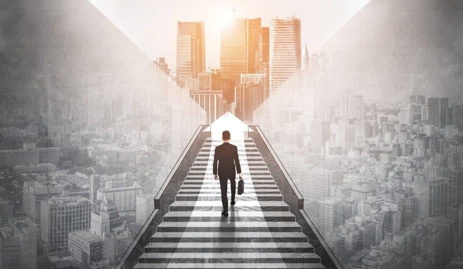 Homem em direção ao sucesso