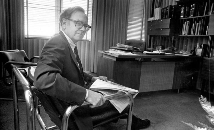 Warren Buffett em seu escritório no Kiewit Plaza, 1982