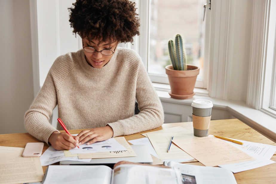 Investir sozinho ou com ajuda de casa de análise?