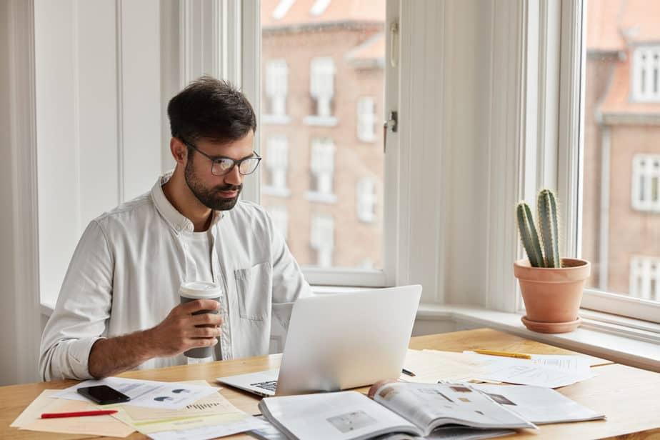 Os estudos são obrigatórios para todo investidor, mesmo com a ajuda de casa de análise.